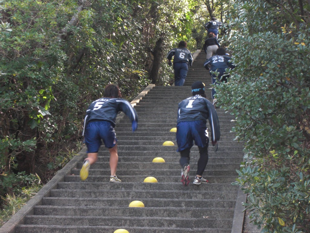 スポーツ合宿 熊野神社の階段でのトレーニング